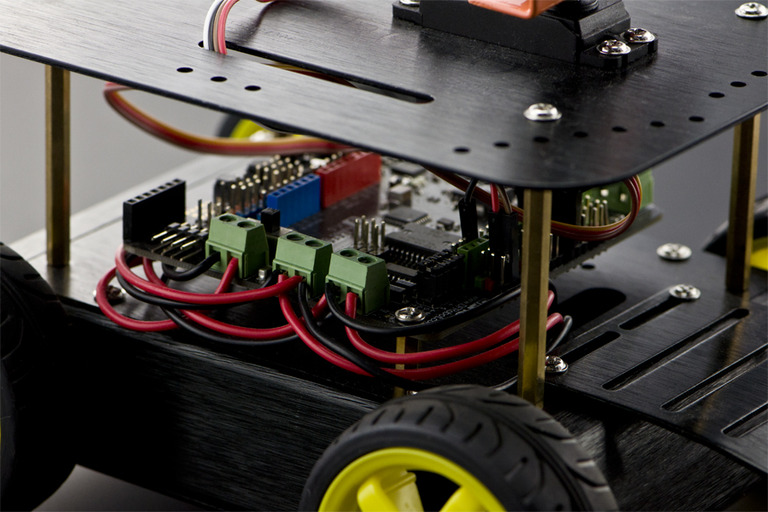 Pirate: 4WD Arduino Mobile Robot Kit with Bluetooth 4 0-DFRobot